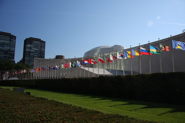 1024px UN General Assembly bldg flags 01