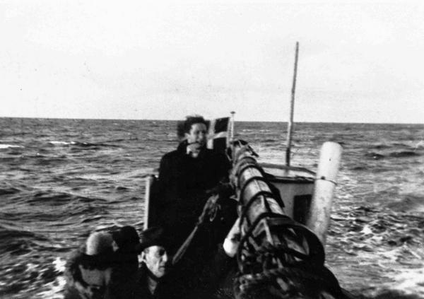 Baad med joeder paa vej fra Falster til Ystad i Sverige  5709133933   2  wiki