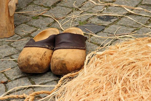 wooden shoe 447346 1920