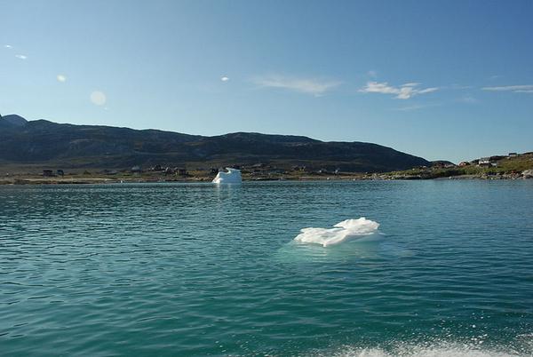 800px Nuuk fjord 3