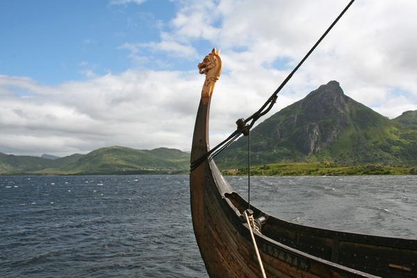Vikingeskib  Fra vikingetid til demokratisering  COLOURBOX1152622