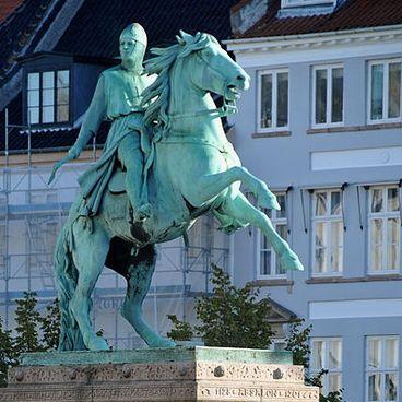Absalon – Københavns grundlægger?