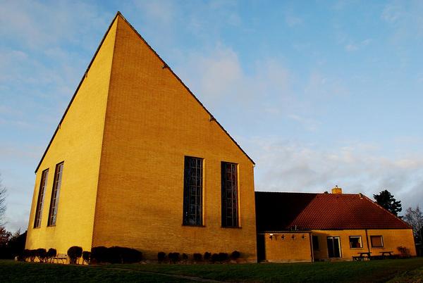 1024px Sorgenfri Kirke 1  wiki